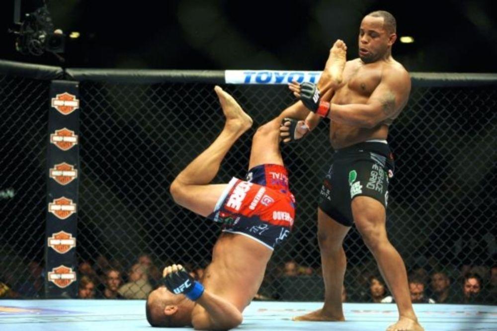 UFC: Πιθανή εγχείρηση για Cormier