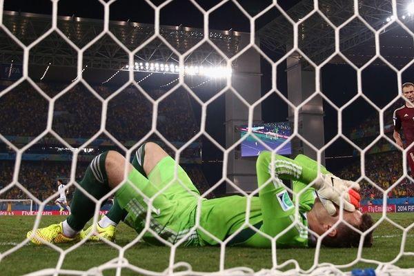 Παγκόσμιο Κύπελλο Ποδοσφαίρου 2014: Η γκάφα του Ακινφέεφ (video)