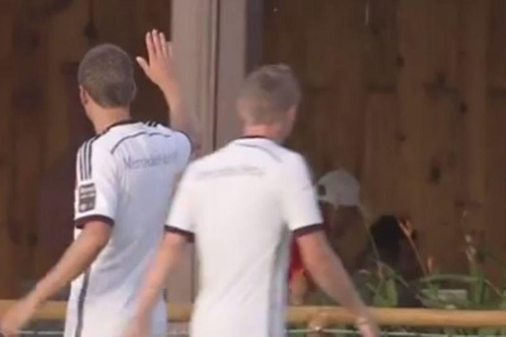 Μουντιάλ 2014: Ο Μίλερ χτύπησε άνδρα που γευμάτιζε! (video)