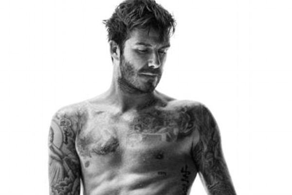 Ντέιβιντ Μπέκαμ: Έδειξε κορμάρα και τατουάζ με εσώρουχα (photos+videos)