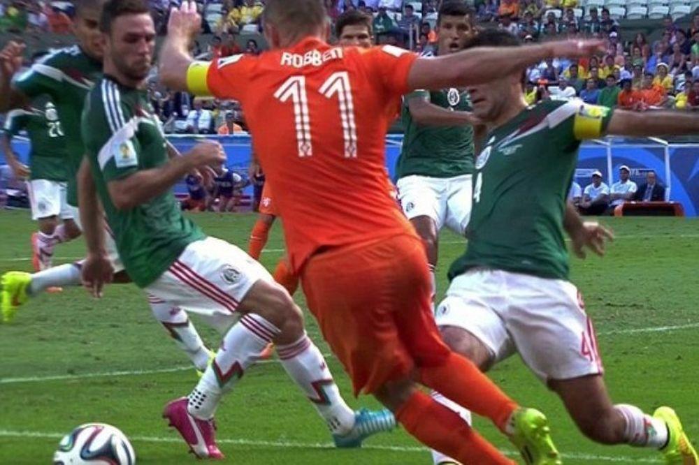 Παγκόσμιο Κύπελλο Ποδοσφαίρου 2014 - Ημιτελικοί: «Τρελαμένος» με τις... βουτιές ο Ρόμπεν (photos)