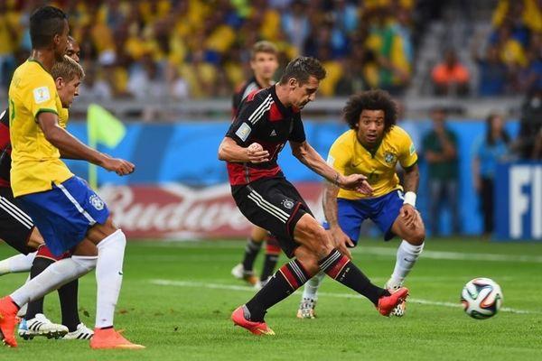 Παγκόσμιο Κύπελλο Ποδοσφαίρου – Ημιτελικοί: Ο... μπομπέρ Κλόζε (video)