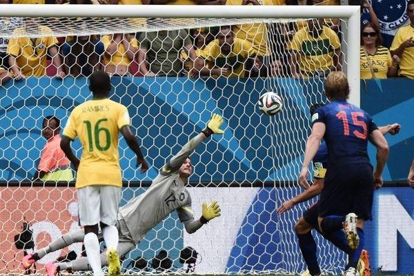 Παγκόσμιο Κύπελλο Ποδοσφαίρου 2014 – Μικρός τελικός: Το αρνητικό ρεκόρ του Ζούλιο Σέζαρ (videos)