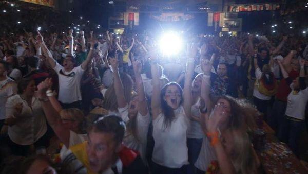 Παγκόσμιο Κύπελλο Ποδοσφαίρου – Τελικός : Πανηγυρισμός ...οδοστρωτήρας (video)