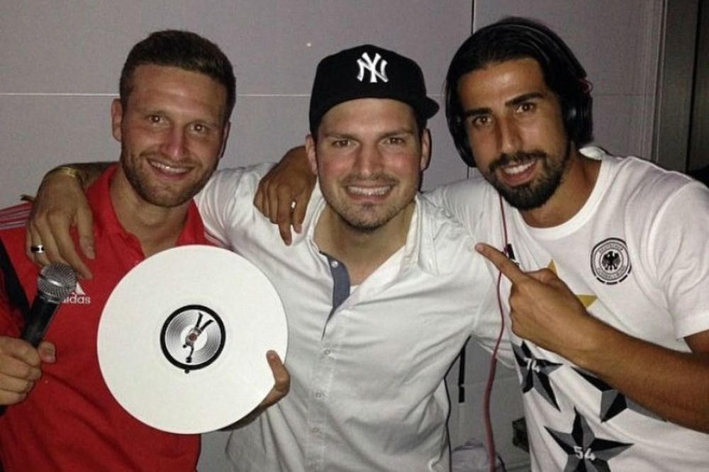 Παγκόσμιο Κύπελλο Ποδοσφαίρου: Γιόρτασαν με δικό τους DJ οι  πρωταθλητές (photos)