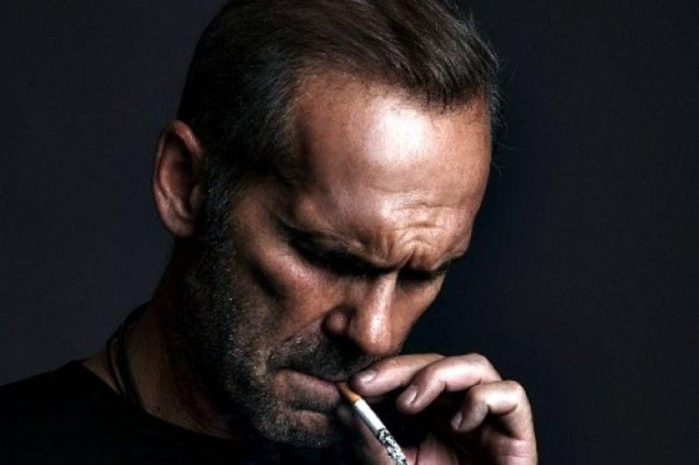 Τα δύσκολα βράδια του Κωστόπουλου στη Μύκονο με ποτά, τσιγάρα και θλίψη!