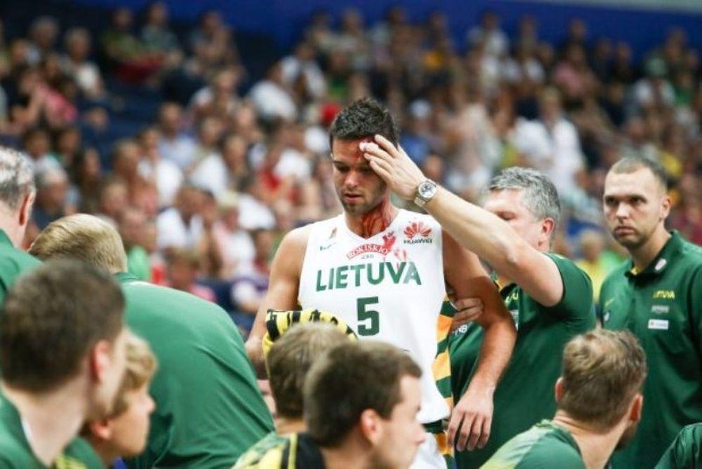Λιθουανία: Μάτωσε ο Καλνιέτις (photos)