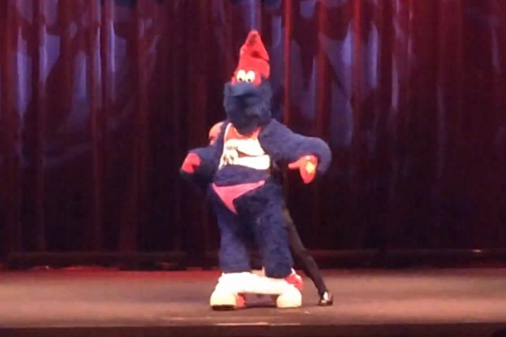 Ουάσινγκτον Ουίζαρντς: Η μασκότ κλέβει τη δουλειά των χορευτριών (videos)