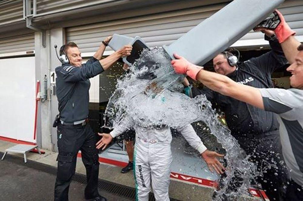 Λιούις Χάμιλτον: «Ice Bucket» στην πίστα του Σπα (photos+video)