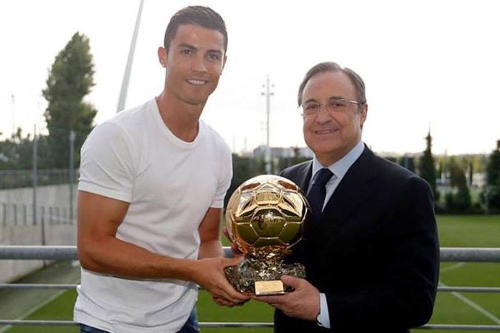 Ρεάλ Μαδρίτης: Έδωσε τη Χρυσή Μπάλα στον πρόεδρο ο Ρονάλντο (photos)