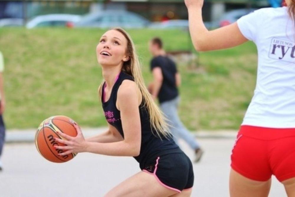 Μουντομπάσκετ 2014: Πρώτα μπιτς βόλεϊ, μετά μπάσκετ (video+photos)