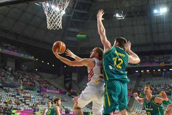 Μουντομπάσκετ: Η επιβλητική τάπα του Μπέινς στον Αρσλάν (video)