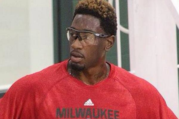 Μιλγουόκι Μπακς: Ειδικά γυαλιά για Λάρι Σάντερς