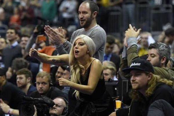Σαν Αντόνιο Σπερς: Απίστευτη πώρωση από... Lady Gaga! (photos)