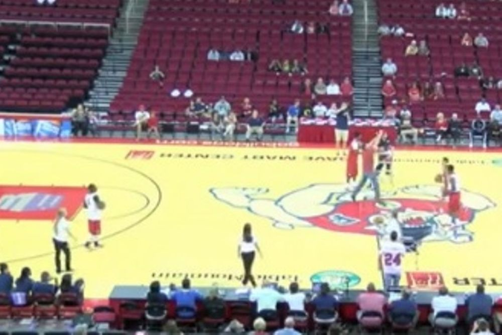 NCAA: Παίκτης έβαλε πέντε σερί καλάθια από το κέντρο! (video)