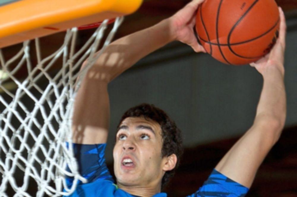 NCAA: Στο Στάνφορντ ο Τζος Σάρμα (video)