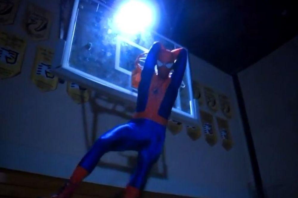 Απίστευτα καρφώματα από τον... Spiderman! (video)