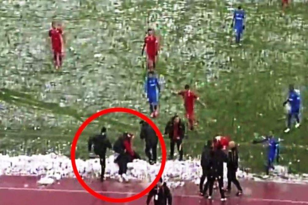 Προπονητής έμεινε αναίσθητος από… χιονόμπαλα! (video)