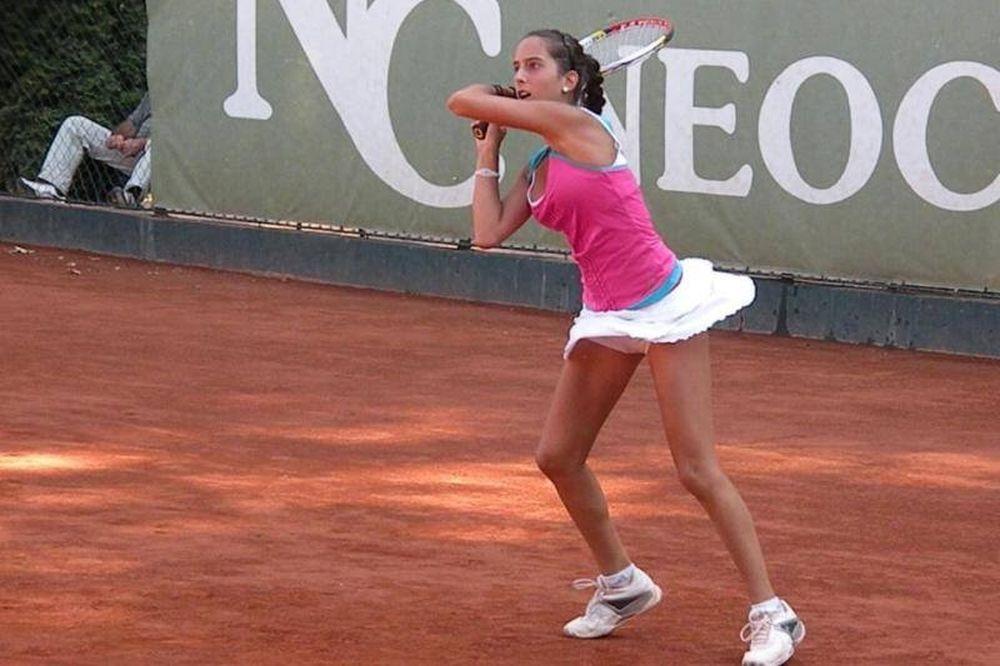 Τένις: Δίνει… μάχη η Ρεντούλη