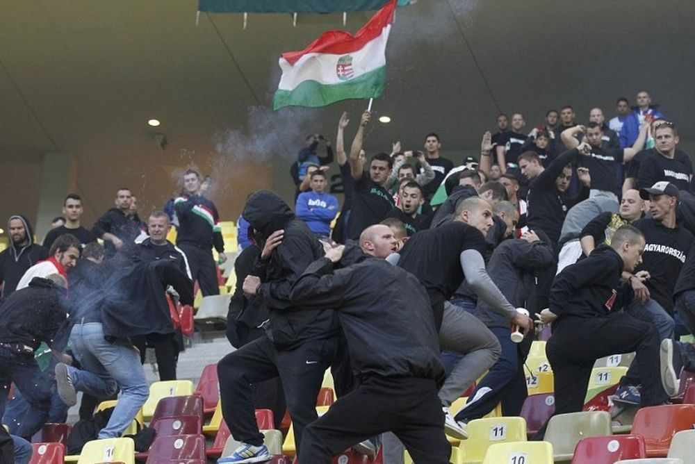 Euro 2016: «Καμπάνες» για Ρουμανία και Ουγγαρία (video)