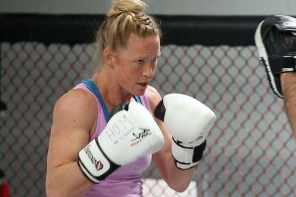 UFC 181: Αναβολή στο ντεμπούτο της Holly Holm