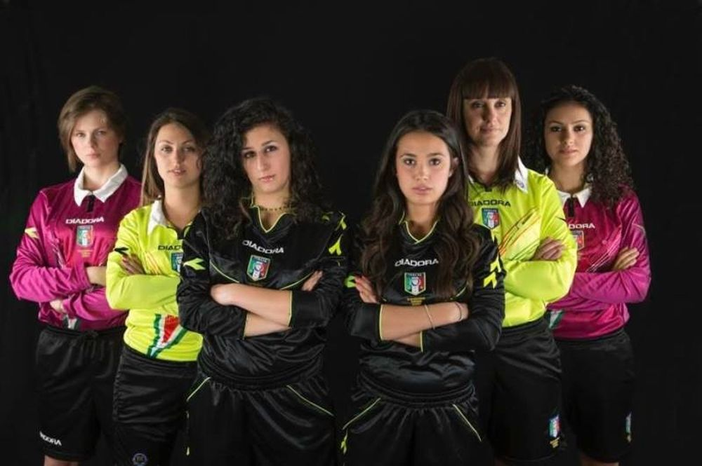 Ιταλίδες διαιτητές πόζαραν... γυμνές! (photos)