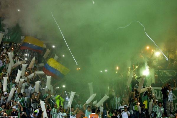 Mαγεία της εξέδρας στον τελικό του Sudamericana (videos+photos)