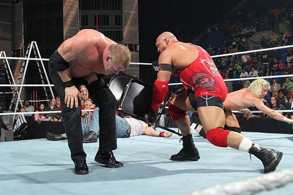 SmackDown: Χάος ενόψει TLC (photos+videos)