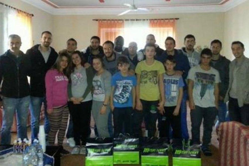 Κέρκυρα: Μοίρασαν δώρα και γλυκά στα παιδιά (photos)