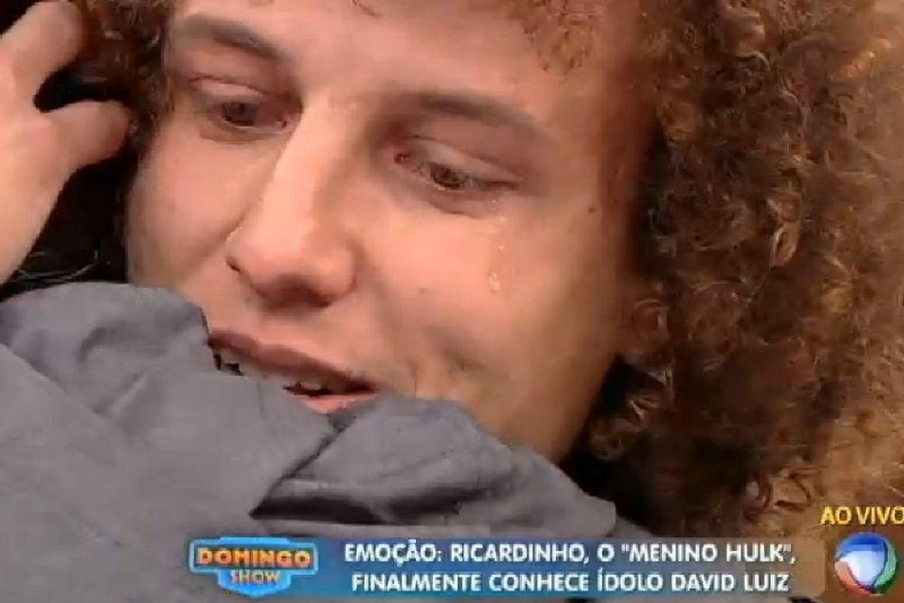Έβαλε τα κλάματα  ο Νταβίντ Λουίζ αγκαλιάζοντας μικρό θαυμαστή του (video)