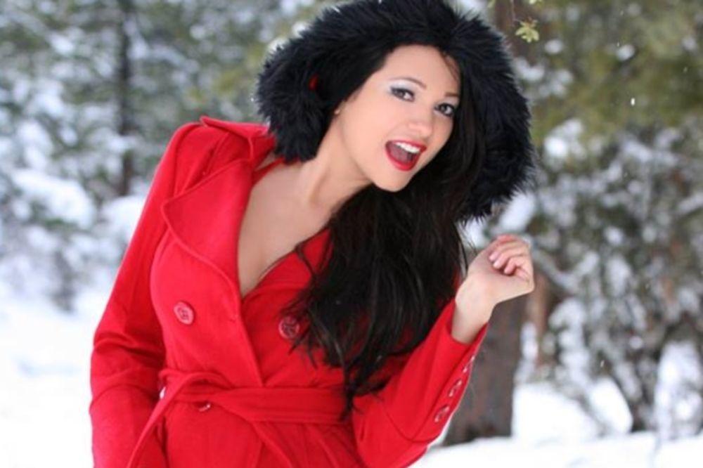 Λατρεύει τα Χριστούγεννα η Leticia Farr (photos)