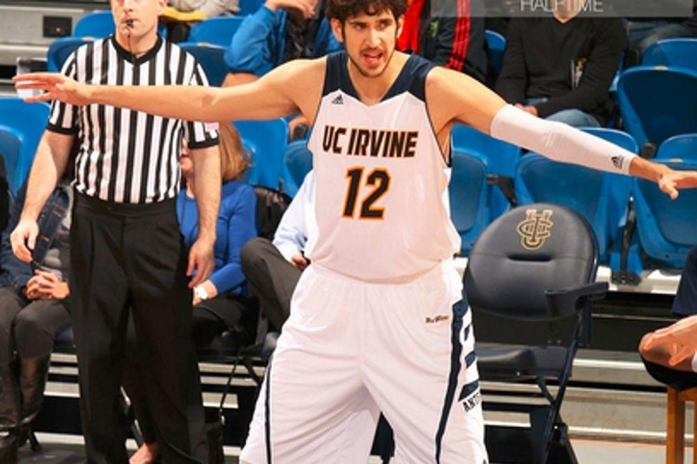 NCAA: Δεν έφτασε ο Δημακόπουλος για το Ιρβάιν (video)