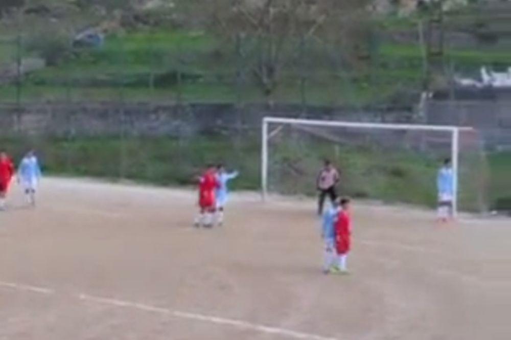 Μιμήθηκε τον Ζλάταν με εναέριο τακουνάκι - γκολ 7χρονος Ιταλός (video)