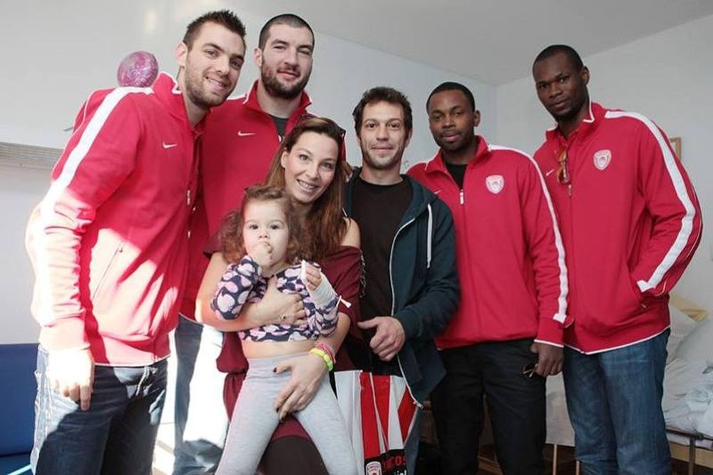 Ολυμπιακός: Κοντά στα παιδιά (video)