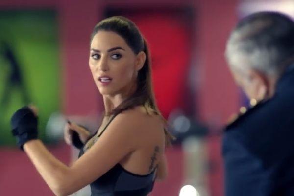 Σέξι αστυνομικός σε τούρκικη κωμωδία η γυναίκα του Σνάιντερ (photos+video)