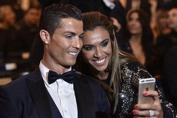 Μάρτα: Selfie με τον Ρονάλντο με... καυτό look