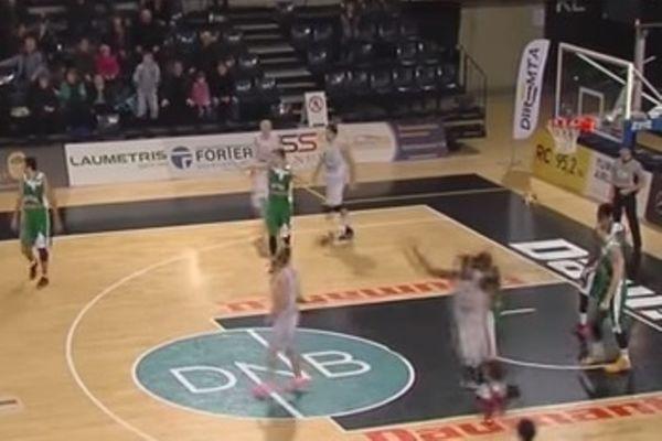Λιθουανία: Παίκτης σκόραρε κατευθείαν από επαναφορά! (video)
