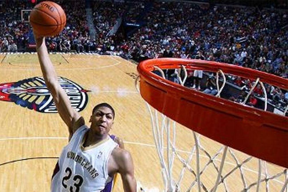 NBA: Top 10 με Ντέιβις (video)
