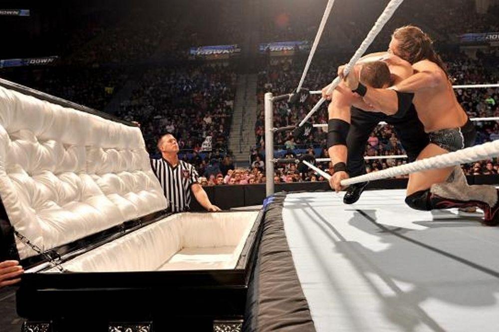 Raw… SmackDown: Στο φέρετρο ο Kane (photos+videos)