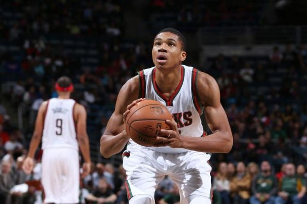 «Giannis, how old are you?» (video)