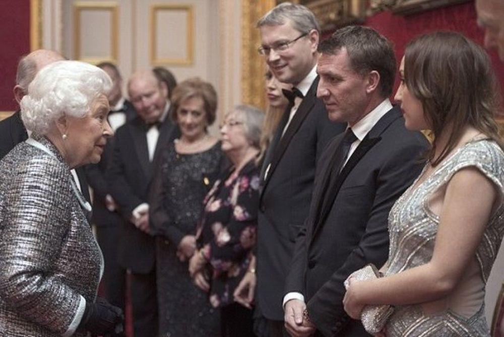 Λίβερπουλ: Τετ - α - τετ με τη βασίλισσα Ελισάβετ ο Ρότζερς και η πανέμορφη κόρη του (photos)