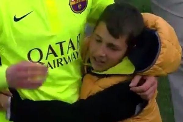 Μπαρτσελόνα: Παιδάκι έκλαψε στην αγκαλιά του… Ράκιτιτς! (video)