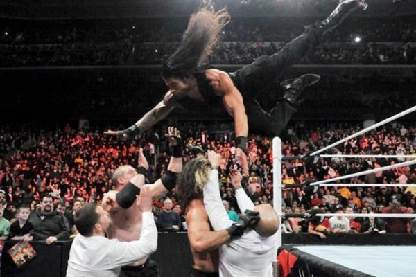 Raw: Reigns εναντίον όλων… (videos+photos)