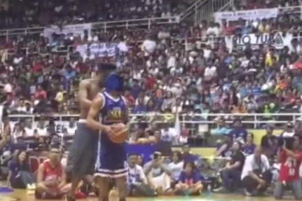 Φιλιππίνες: Παίκτης επιχείρησε... τυφλό κάρφωμα και κάρφωσε στον αέρα! (video)