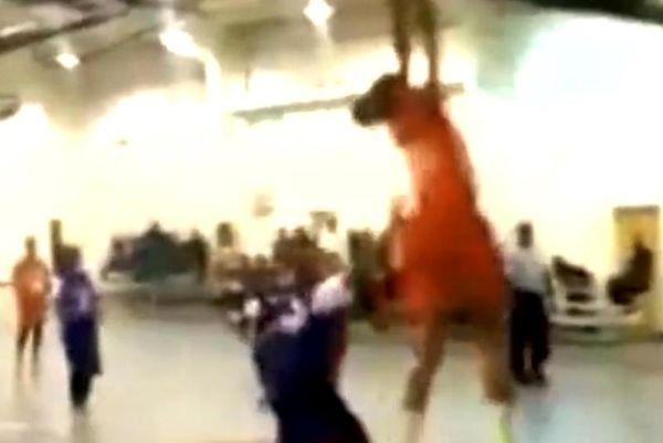 ΗΠΑ: 11χρονη καρφώνει σαν τον... Αντετοκούνμπο! (video)