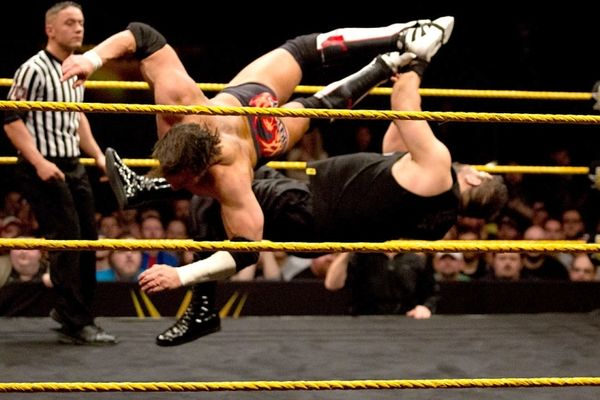 NXT: «Νυστέρι» για Owens, ευκαιρία τίτλου για Bliss (photos+videos)