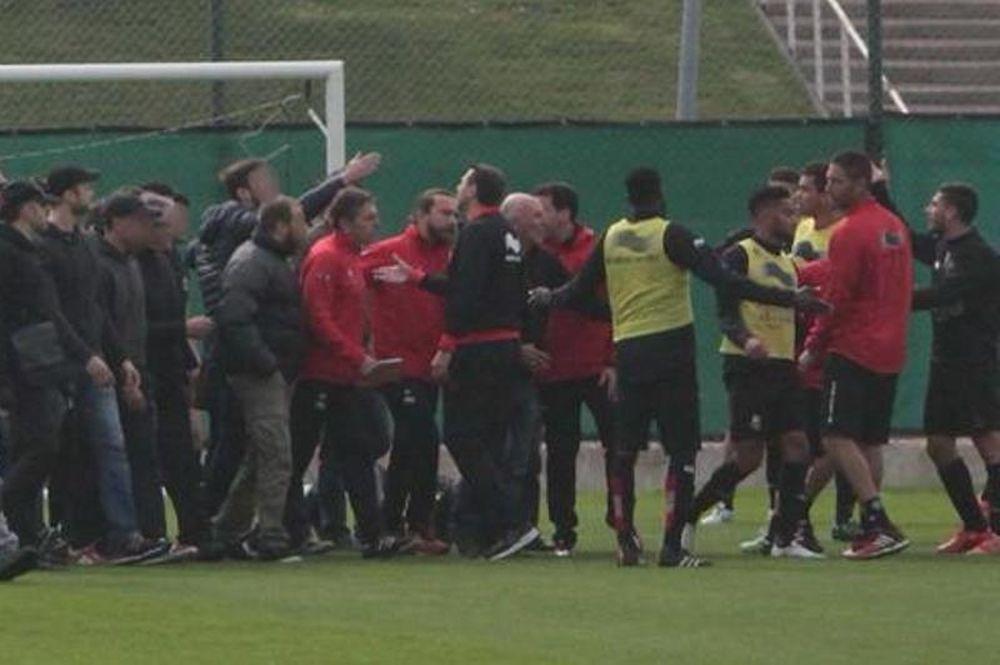 Νις: Εισβολή οπαδών στην προπόνηση και επίθεση σε παίκτες (photos)