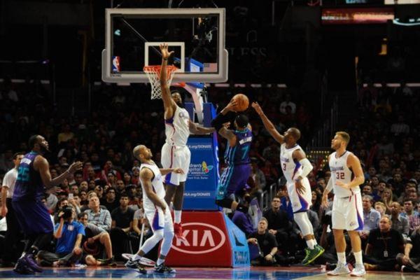 NBA: Πάνε Κίνα Κλίπερς και Χόρνετς