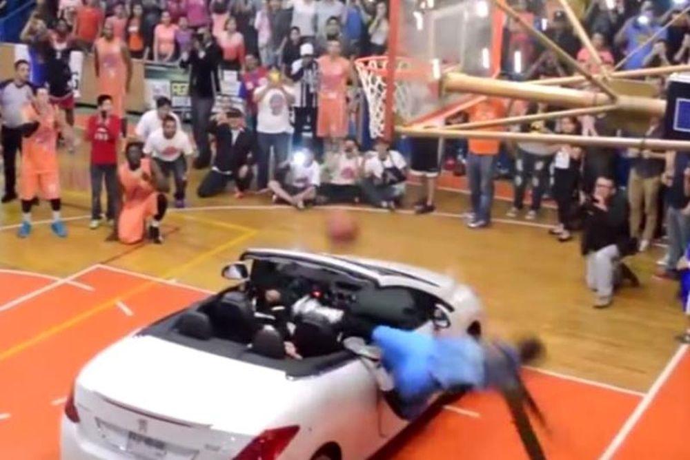 Μεξικό: Ήθελε να καρφώσει πάνω από αυτοκίνητο και... τράκαρε στο καλάθι! (video)