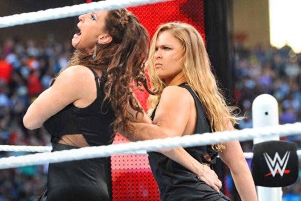 WrestleMania 31: Νύχτωσε με Rollins, ξημέρωσε με Rousey (videos+photos)